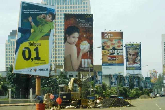 iklan billboard elektronik